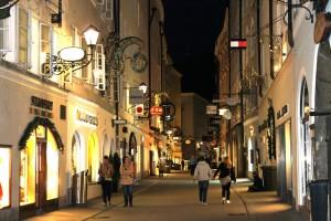 Salzburg: Getreidegasse bei Nacht